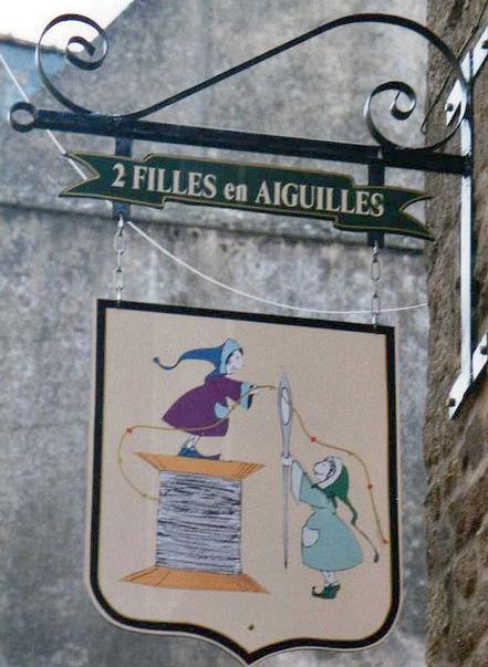 2 filles en aiguilles (bijoux-décoration) - Dinan