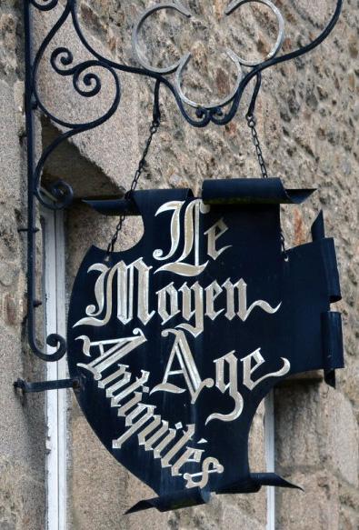 Le Moyen-Age (antiquités) - Dinan